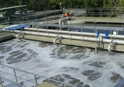 Máy bơm trục đứng dùng để xử lý nước thải.